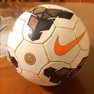 Nike Catalyst Team NFHS match ball